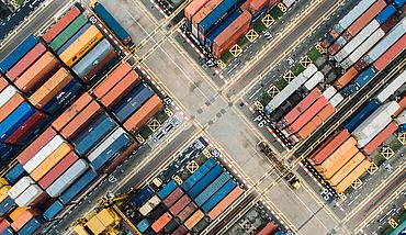 Stacked containers in Singapore, © Chuttersnap / Unsplash