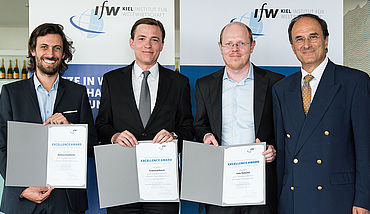 Excellence Award winners Mathieu Couttenier (Universität Genf), Ferdinand Rauch (University of Oxford), Felix Tintelnot (Chicago University) with Dennis J. Snower.