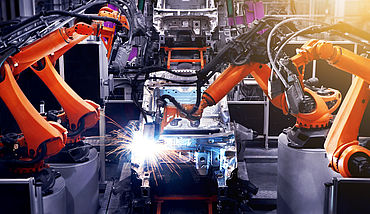 Production site fully automatic with robot arms